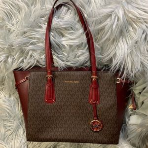 MICHAEL MICHAEL KORS Voyager Medium Logo Tote Bag